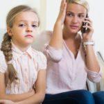 Padres 2.0: cuando la chat excluye las otras conversaciones familiares