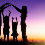Una joven madre cuenta cómo sus hijas son la sal de la vida de la pareja…y desmiente una investigación de la Open University