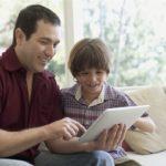 Cuando los niños enseñan a sus padres a usar las nuevas tecnologías
