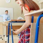 Cellulare a scuola: si o no? In arrivo 10 regole che faranno discutere