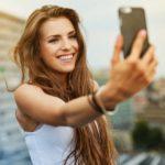 """I social network e la """"malattia"""" dei selfie: se il vero problema è la vanità"""