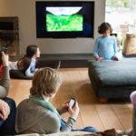 Gli schermi, ci uniscono o separano? Dalla Spagna uno studio sull'impatto dei media nella vita familiare